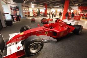 nuovo negozio Ferrari pit stop a Nola (2)