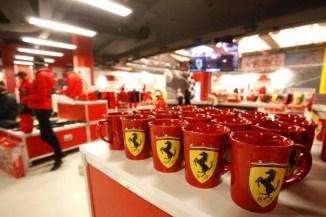 nuovo negozio Ferrari pit stop a Nola (4)