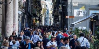 Napoli, boom di turisti primo weekend estivo 2016