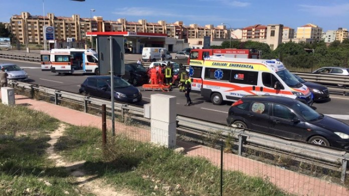 Incidente a Napoli, asse mediano: scontro tra due auto, traffico in tilt