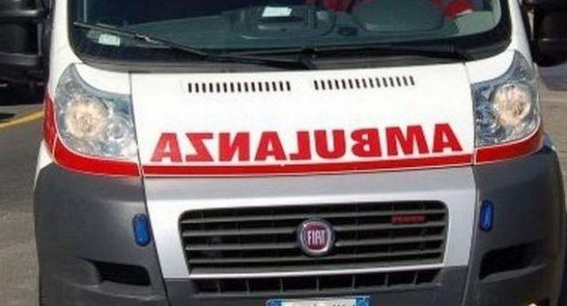 Incidente a Napoli, ferito un centauro scivolato sull'asfalto