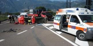 Incidente a Napoli, Asse Mediano: forte impatto tra due vetture