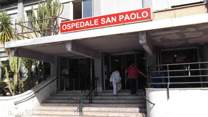 Ospedale San Paolo: sfonda la vetrata dell'obitorio