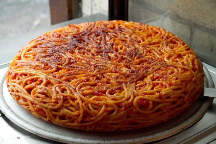 Ricetta frittata di pasta alla napoletana: preparata con gli spaghetti