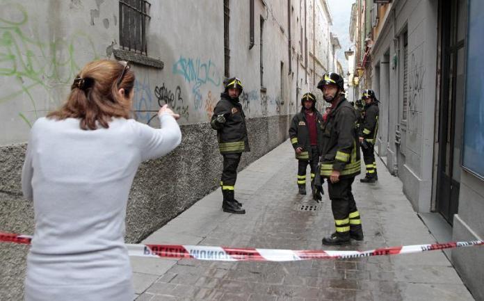 Via Santa Chiara: crollano calcinacci accanto al monastero