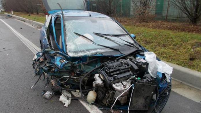 Incidente sulla variante, tragico schianto: una vittima e due feriti