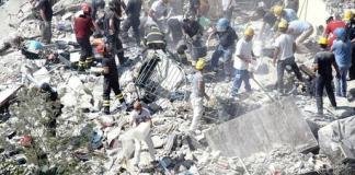 Torre Annunziata, crollo palazzo: cittadini offrono cibo e acqua ai soccorritori
