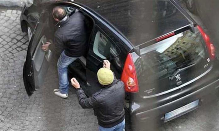 Parcheggiatori Abusivi su Whatsapp. I clienti: napoletani facoltosi
