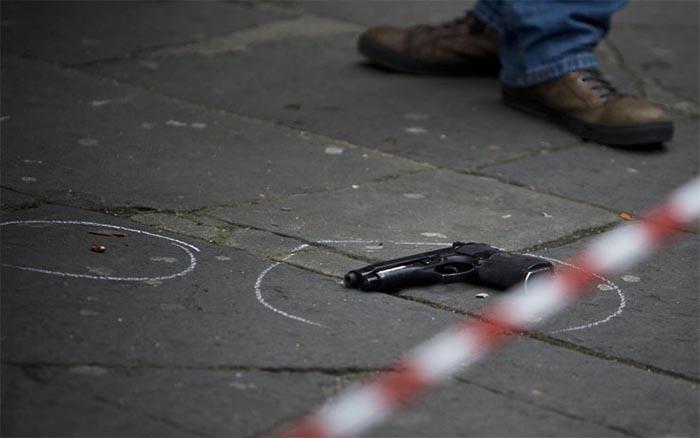 Napoli, sparatoria in strada: ferito gravemente un uomo
