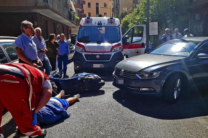 Salerno, incidente per De Luca: è a bordo di un'auto che investe una ragazza in motorino