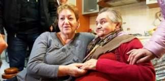Miracolo di Natale: mamma e figlia si riabbracciano dopo 57 anni