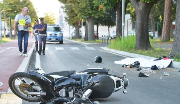 """Incidente stradale: centauro 17enne muore nel Salernitano"""""""
