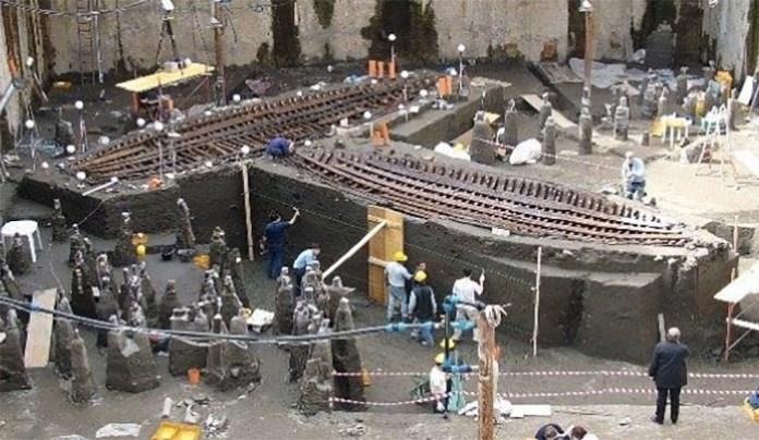 Scavi in Piazza Municipio: i magnifici relitti ritrovati (VIDEO)