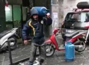 Neve a Napoli 2018: l'ironia dei partenopei sul web (VIDEO)