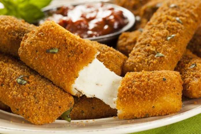 Ricetta della mozzarella fritta: uno sfizio golosissimo