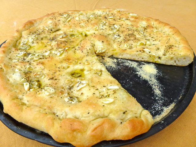 Ricetta pizza aglio e olio: tutti il profumo e tradizione del Sud