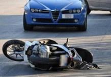 Incidente a Mugnano, in tre sullo scooter: grave bambina