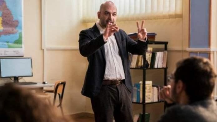 """Rai 2, """"Il Supplente"""": Roberto Saviano il professore della prima puntata"""