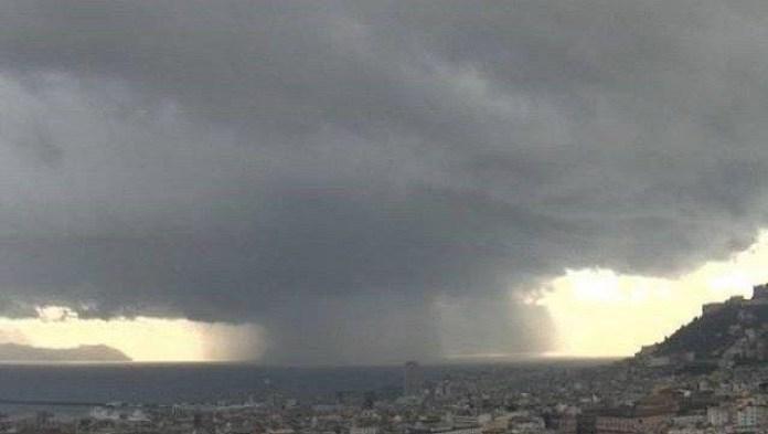 Meteo Napoli, allerta Protezione Civile: temporali in arrivo