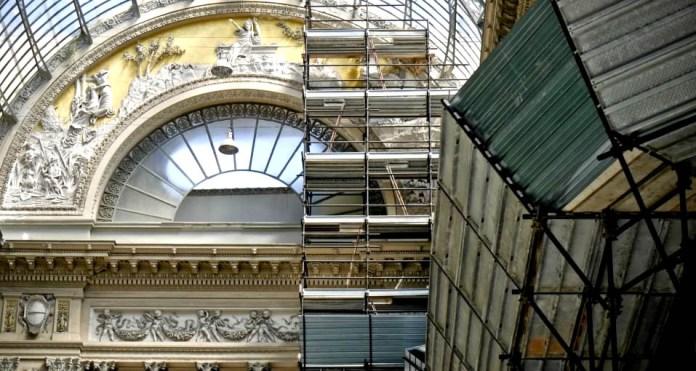 Napoli, Galleria Umberto I: crollano nuovi calcinacci