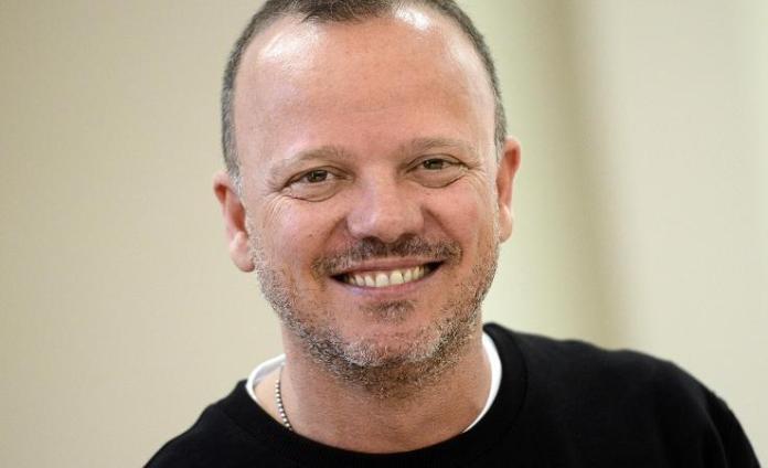 Gigi D'Alessio, laurea honoris per il cantante partenopeo: è polemica