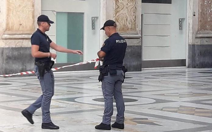 Galleria Umberto I, allarme bomba: valigetta sospetta