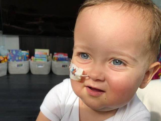 Napoli si mette in fila per salvare la vita del piccolo Alessandro
