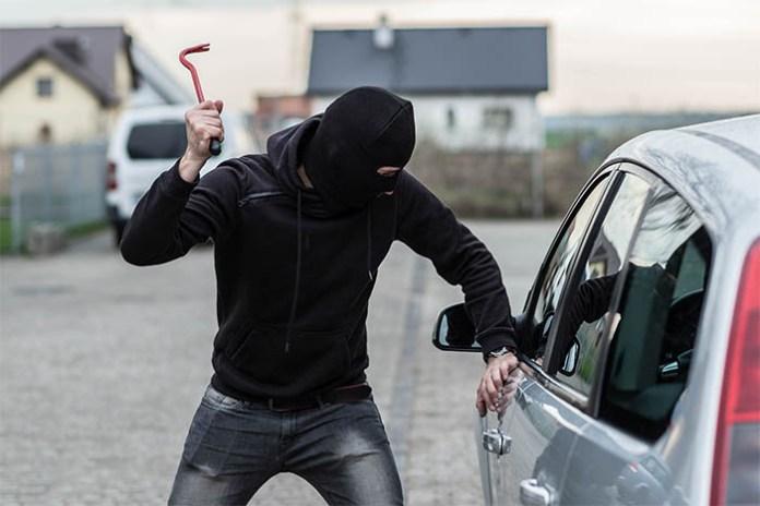 Caserta, ladro di auto linciato da un gruppo di cittadini inferociti