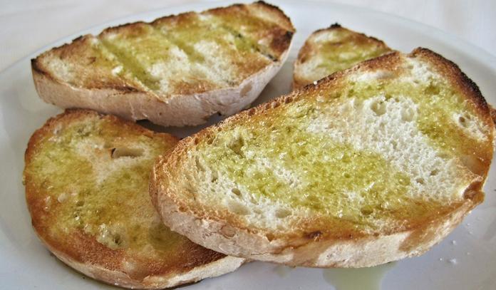 Merenda d'altri tempi: pane e olio e pane e zucchero