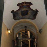 42-palazzo-mirelli-a-monte-di-dio-ingresso