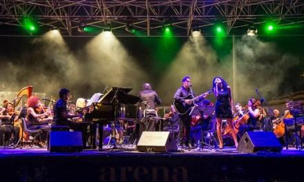 L'Arena del Mare fa il pieno per Felice Romano con la Grande Orchestra Sinfonica Pop diretta dal M° Leonardo Quadrini