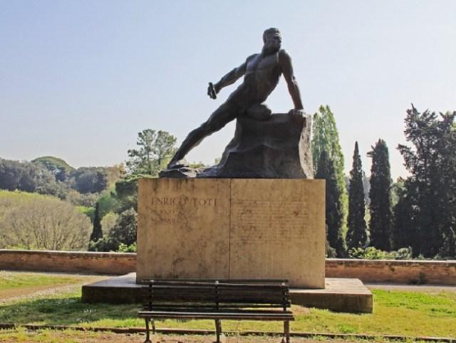 Monumento a Enrico Toti a Villa Borghese, Roma.
