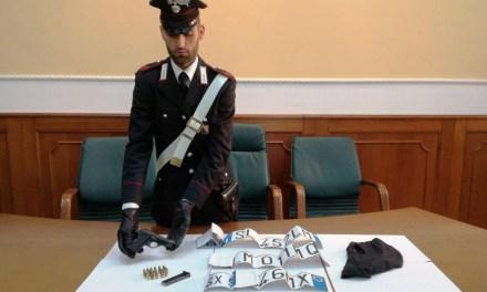 Quarto, arrestati 2 persone per detenzioni di armi e targhe adesive