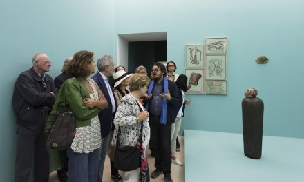 ROBERTO CUOGHI INCANTA E SUGGESTIONA IL PUBBLICO ALL'INAUGURAZIONE DELLA SUA MOSTRA_PERLA POLLINA, AL MUSEO MADRE