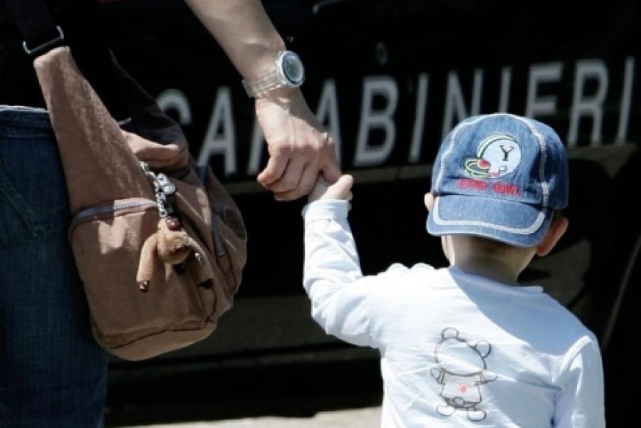 Attimi di terrore in via Cavour: 40enne tenta di rapire un bambino