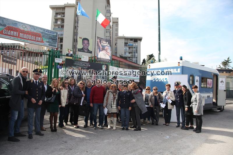 Un camper a Scampia per combattere la violenza sulle donne
