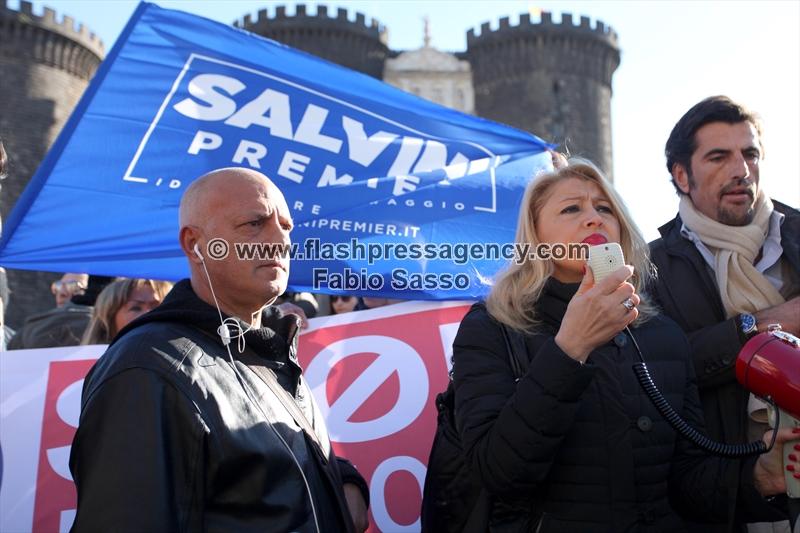 A Napoli una manifestazione di Noi con Salvini contro i migranti