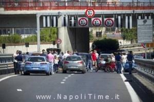 LAVORO: NAPOLI, DISABILI OCCUPANO RAMPA ACCESSO AUTOSTRADA