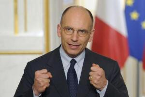 epa03683945 Italian Prime Minister Enrico Letta holds a press conference with French President Francois Hollande (not seen) after their meeting at the Elysee Palace, in Paris, France, 01 May 2013.  EPA/YOAN VALAT