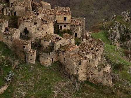 romagnano-al-monte-paese_fantasma