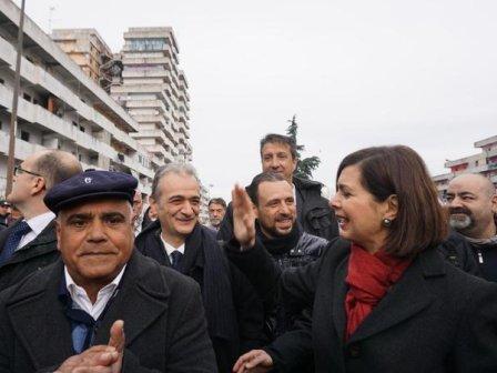 Laura Boldrini in visita a Scampia: