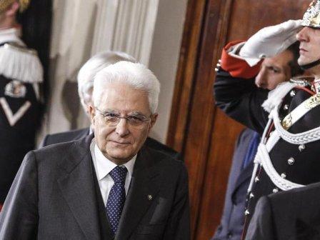 Mattarella: Serve governo con pieni poteri, ci sono impegni internazionali da rispettare