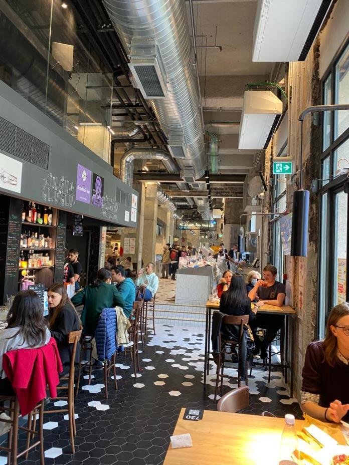 Abbiamo visitato il Mercto Centrale ad un mese dalla sua apertura. Botteghe, ristoranti e spazi di socialità nei sotterranei della stazione centrale di Milano.