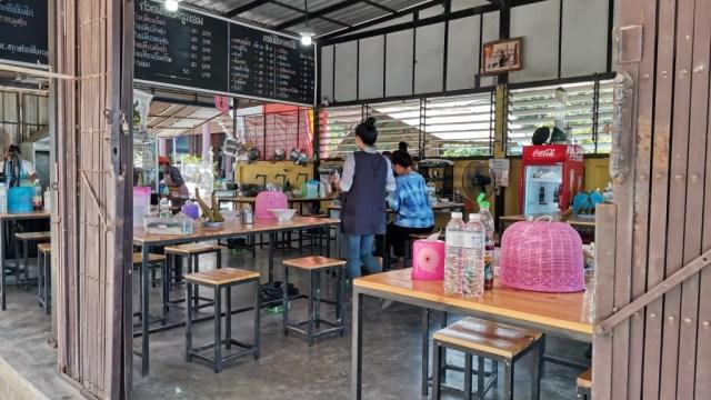 タイのクイティアオ屋