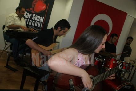 piyano-klasik-gitar-davul-bas-gitar-elektro-gitar-nar-sanat