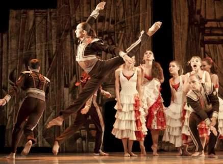 Uluslararasi-Adana-Tiyatro-Festivali-3-620x455