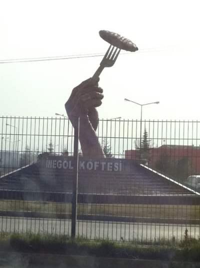 inegol-kofte-heykeli