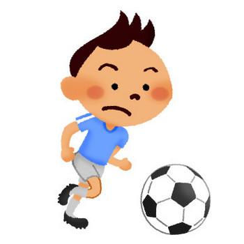 サッカーをする男の子   フリーイラスト素材 イラストリウム