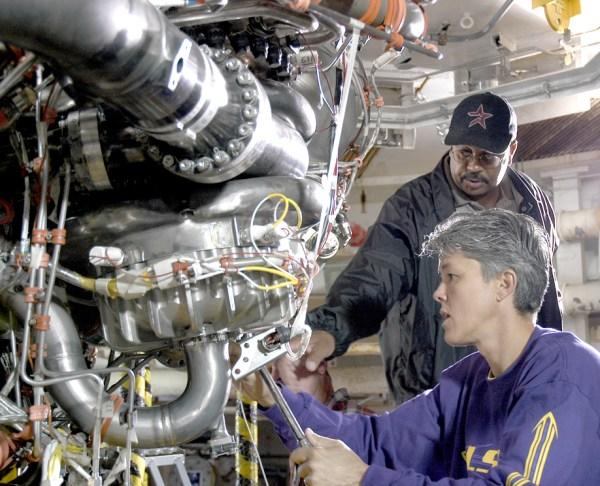 NASA - NASA TESTS FIRST SPACE SHUTTLE MAIN ENGINE SINCE ...