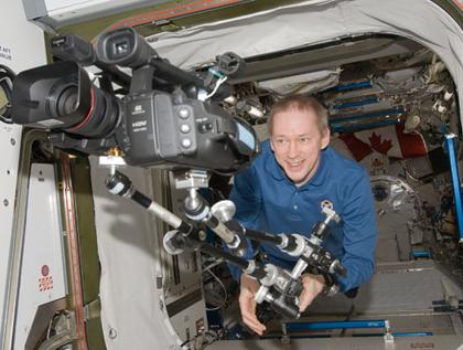 ISS021-E-024311 -- Frank De Winne